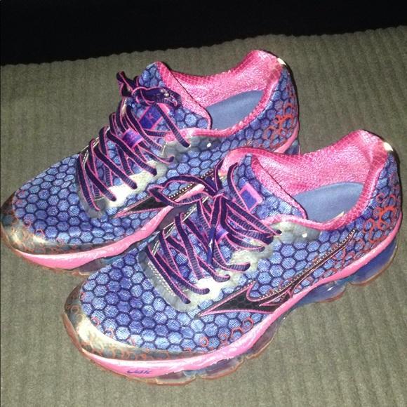 mizuno pink shoes